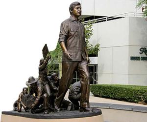 cesar-chavez-statue